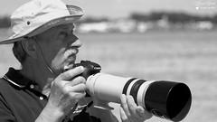 André (Laurent Quérité) Tags: canonfrance canoneos7d canonef100400mmf4556lisusm noirblanc blackwhite portrait spotter photographe monochrome homme man meetingaérien airshow ba115 orangecaritat france