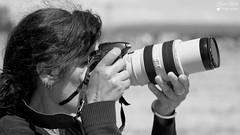 Lyne (Laurent Quérité) Tags: canonfrance canoneos7d canonef100400mmf4556lisusm noirblanc blackwhite portrait spotter photographe monochrome femme woman meetingaérien airshow ba115 orangecaritat france