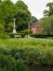 Emmanuel Church from Farnham Park-E6041814 (tony.rummery) Tags: church em10 emmanuel farnham gostreymeadow mft microfourthirds omd olympus park surrey town unionflag unionjack warmemorial england unitedkingdom