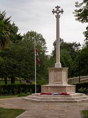 Farnham War Memorial-E6041807 (tony.rummery) Tags: em10 farnham gostreymeadow mft memorial microfourthirds omd olympus park surrey town unionflag unionjack warmemorial england unitedkingdom