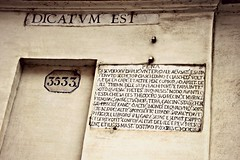 Dicatum Est (Peter Denton) Tags: dicatumest latin words text plaque inscription 3533 rome roma italy italia capitalcity europe europa canoneos100d ©peterdenton street pena