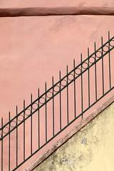 Ringhiera (just.Luc) Tags: trapleuning bannister ringhiera rampedescalier treppengeländer monterosso cinqueterra metal metaal italia italy italien italie italië minimalism minimalisme europa europe