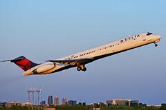 N906DE (Delta Air Lines) (Steelhead 2010) Tags: deltaairlines mcdonnelldouglas md88 yyz nreg n906de