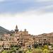 Blick auf den Turm von Iglesia de la Cartuja (Kirche der Kartause) in Valldemossa auf Mallorca