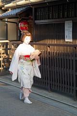 2019.05.11 Kyoto (84) (Kotatsu Neko 808) Tags: kyoto japan 京都 日本 gion 祇園 geisha maiko geiko 芸者 芸子 舞妓 mameroku