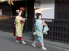 2019.05.11 Kyoto (82) (Kotatsu Neko 808) Tags: kyoto japan 京都 日本 gion 祇園 geisha maiko geiko 芸者 芸子 舞妓 mizuno shino