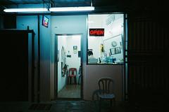 (Hem.Odd) Tags: malaysia kualalumpur barbershop olympusxa3 agfavista400 night