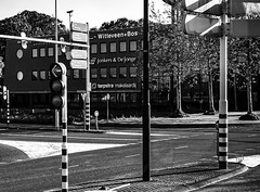 Traffic Crossing I (CloudBuster) Tags: verke verkeer traffic kruising stoplichten lights rules voorsorteren gebouwen buildings city black white zwart wit verkeerslichten straatbeeld
