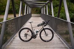 Orient auf der Brücke (Torsten Frank) Tags: alpen architektur erc1400spline47 fahrrad gebirge italien jguillem kurbel laufrad leistungsmesskurbel orient quarq quarqdzerosramred radfahren radsport redetap redetaphrd rennrad sram schaltgruppe sobrettagaviagruppe tal valtelina veltlin dtswiss brücke stahlfachwerkbrücke stahlbrücke bike bicycle cycling roadbike