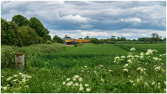 Approaching the crossing (Mark Gowing) Tags: 66709 class66 ashwellcrossing gbrf