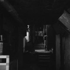 dark alleys of Hong Kong (Vinzent M) Tags: hong kong 香港 zniv tlr rollei rolleiflex 35 zeiss planar kodak tri x 400