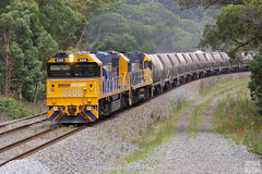 From the Quarry to Kembla (Joshua_Watson) Tags: portkembla limestone limestonetrain pacificnationallimestone 2928 8206 82class 82classloco locomotive loco pacificnational pacnat pn quarry quarrytrain nr106 bundanoon bundanoonnsw nsw nswrailways newsouthwales