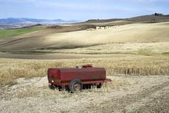Central Sicily (ADMurr) Tags: sicily sicilia italy italia farm wheat hills harvest red leica m240 50mm summicron 2018 m0004237