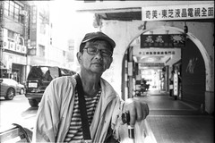 Look at his eyes. Open not close. #taipei #Taiwan #FILM #filmphotography #bk #blackandwhite  #analogphotography #ANALOG #art #ilfordhp5 #ilford #hp5 #streetmoments #street #culture #台北 #台灣 #街頭 #底片 #first #experiment #sidewalk #guys #北門 #portrait #35mm #人像 (caillou wang) Tags: taipei 北門 streetmoments analogphotography bk caiimagesstudio smile ilford blackandwhite experiment street 底片 35mm 人像 sidewalk art film analog ilfordhp5 街頭 filmphotography hp5 portrait 台北 culture taiwan guys 台灣 caillouwang first