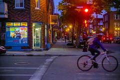 Un tour de pédales passé le dépanneur (Jacques Lebleu) Tags: vélo nuit dépanneur villeray enseignes ouvert molsondry revues journaux pain lait liqueurs bière vin vitrine ruelajeunesse rueguizot bicyclettes pistecyclable