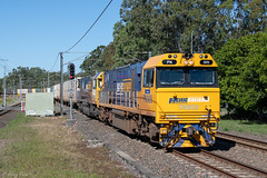 Two through 2 (Henry's Railway Gallery) Tags: brisbane queensland australia pn009 pn013 pnclass gt42cuace downeredi emd diesel pacificnational pnqueensland 82p9 carseldine freighttrain containertrain