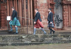 Scotland Colours - A Wedding and No Funeral (Pushapoze (MASA)) Tags: uk scotland orkney kirkwall wedding kilt tartan guests rain pluie marriage invites ecosse parapluies umbrella