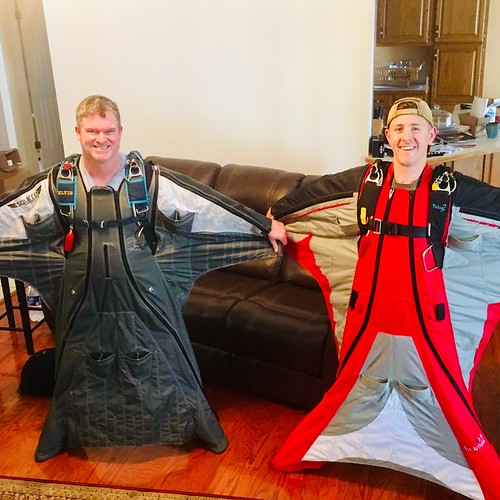 Skydiving 2019, first jump wingsuit course!