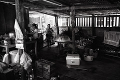 (a└3 X) Tags: street alexfenzl black withe blackwithe streetphoto people person blackandwithe monochrome streetphotography bw 3x city citylife urban menschen a└3x availablelight wow mono leute menschenbilder schwarzweis thailand chachoengsao