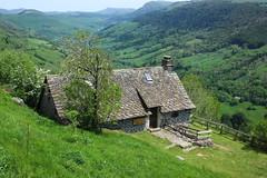 A house with a view (raym5) Tags: buron cantal valléedelamaronne printemps printemps2019