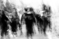 people in motion (Francisco (PortoPortugal)) Tags: 1042019 20190206fpbo9172edit icm intentionalcameramovement pessoas people movimento motion pretoebranco blackandwhite bw monochrome monocromático nb pb