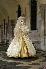 QUINTESSENZA VENEZIANA 2019 758 (aittouarsalain) Tags: venise venezia carnevale carnaval masque costume robe chapeau reine palazzoducale