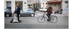 Deux temps (afantelin) Tags: iledefrance paris6earrondissement transport trottinette mobilité vélo bicyclette rue age passants chaussée
