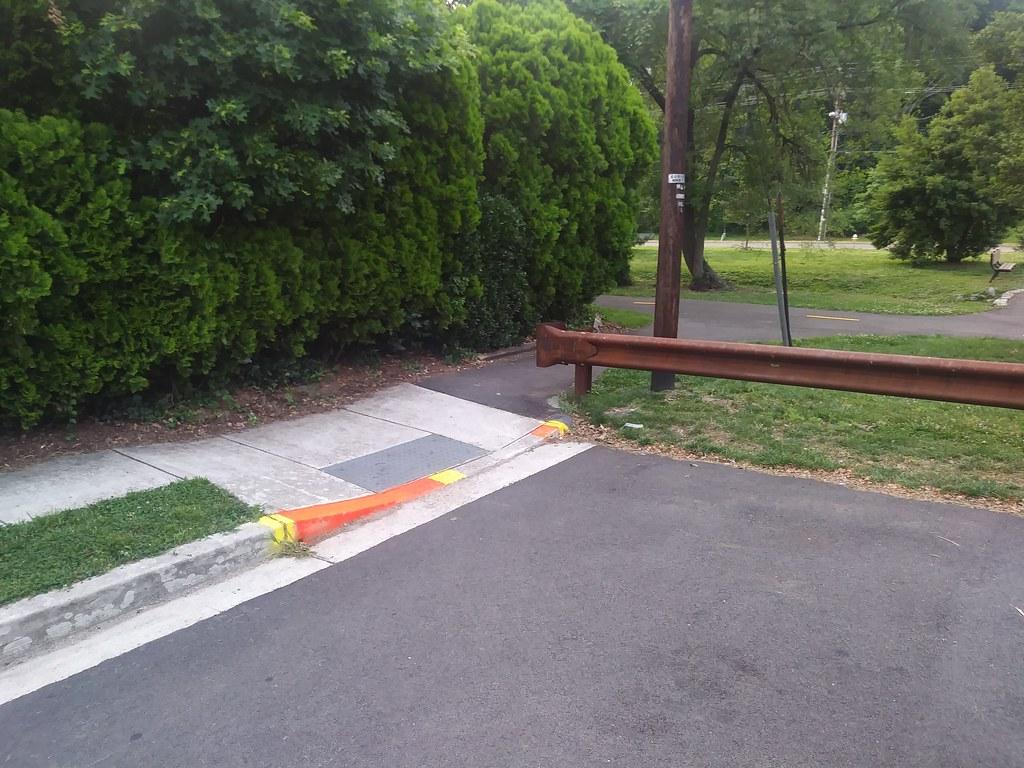 фото: Helpful paint for cyclists