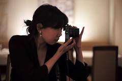 restaurant photography (Plan R) Tags: restaurant camera photography photographer woman leica m 240 noctilux 50mm portrait
