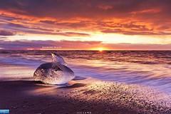 Diamond Beach (Nature Photography (miracle)) Tags: jokulsarlon iceland beach diamond diamondbeach 冰島 鑽石沙灘 日出 sunrise sun 金圈 海 sea 黑沙灘 傑古沙龍冰河