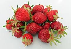 Strawberries (FotoosVanRobin) Tags: strawberries aardbeien aardbeitjes