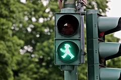 Ampelmänchen # 2 Walk (just.Luc) Tags: icon icoon groen grün vert verde green trafficsign trafficlight verkeerslicht potsdam brandenburg allemagne deutschland duitsland germany europa europe metal metaal light licht lumière
