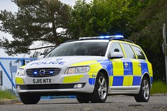 SJ15 NTX (S11 AUN) Tags: thames valley police tvp volvo v70 d5 anpr traffic car roads policing unit rpu 999 emergency vehicle sj15ntx