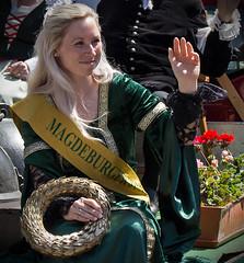 Sachsen-Anhalt-Tag in Quedlinburg (Helmut44) Tags: deutschland sachsenanhalt germany quedlinburg harz sachsenanhalttag festumzug personen menschen evening event historisch feier