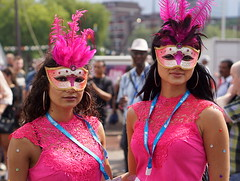 Incognito (e³°°°) Tags: mask masked rotterdam rotterdamunlimited pink girls femme female fille face frau robinunlimited zomercarnaval carnaval carnival feest women ladies twee two unknown incognito nn pose fiesta party portret portrait