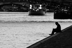 Seine, Paris, France (o.mabelly) Tags: sony a7rii paris carl zeiss contax yashica ilce7rm2 novoflex cy france alpha contaxyashica a7rm2 a7 ilce europe city ville f4 teletessar tele tessar 300mm seine blanc noir noirblanc white black blackwhite