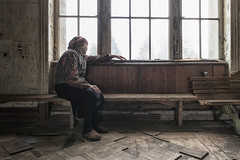 Looking Back (LeiV Photo) Tags: idp internallydisplacedpersons vluchteling refugee oud old people mensen oudsanatorium oldsanatorium leivphoto nikon d800 photograpy photograpylover