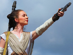 Rey (meeko_) Tags: rey starwars characters disneycharacters starwarscharacters star wars galaxy far away agalaxyfarfaraway starwarsagalaxyfarfaraway show entertainment centerstage hollywoodboulevard disneys hollywood studios disneyshollywoodstudios themepark walt disney world waltdisneyworld florida theforceawakens thelastjedi