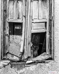leica lllf + elmar 5cm f-2.8 (joxe@n) Tags: leicalllf elmar5cmf28 fomapan100 rodinal agfa telemetrica blackandwhite joseantonioandresgomez aybalaostia bw joxenfoto blanconegro ventana ruina 35mm revelado darkroom cuartooscuro alamedilla
