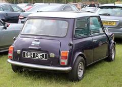 ODH 136J (Nivek.Old.Gold) Tags: 1971 austin mini clubman 1071cc