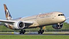 A6-BMC (AnDyMHoLdEn) Tags: etihad 787 egcc airport manchester manchesterairport 05r