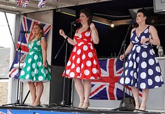 Brighouse 1940s Weekend. Swing Singers. June 2019 (Simon W. Photography) Tags: brighouse1940sweekend brighouse 1940sweekend 1940s calderdale westyorkshire england wartimeevent wartimeevent2019 vintagefestival victoryrolls hairstyle armedforces nostalgic nostalgia fashion vintage festival retro ww2 1940svintage livinghistory history historic war wwi wwii people person mature groupshot crowd face women couple girls girl woman lady ladies female feminine females candid style sonyrx10iv sonyrx10m4 sonyuk sony sonydscrx10m4