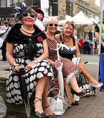 Brighouse 1940s Weekend. Dolly Birds. June 2019 (Simon W. Photography) Tags: brighouse1940sweekend brighouse 1940sweekend 1940s calderdale westyorkshire england wartimeevent wartimeevent2019 vintagefestival victoryrolls hairstyle armedforces nostalgic nostalgia fashion vintage festival retro ww2 1940svintage livinghistory history historic war wwi wwii people person mature groupshot crowd face women couple girls girl woman lady ladies female feminine females candid style sonyrx10iv sonyrx10m4 sonyuk sony sit sitting seated sonydscrx10m4 sat seat reclining relax relaxing