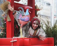 BO0O1900-1 (pataparat) Tags: modelo фотомодель modell modèle models art арт karnevaali karnawał carnevale carnaval carnival карнавал portrait люди people девушки woman joliefemme prettywoman actress актриса folclore folklore костюм tracht kansallispuku folkcostume trajetípico costumestraditionnels performer femaleperformers streetparty масленица maslenitsa rooster well tree canon1dx 80200l magicdrainpipe тверскаяплощадь russia ρωσία москва μόσχα moscow