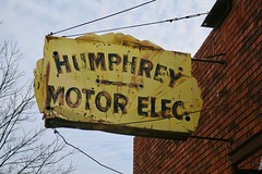 Humphrey Motor Electric, Auburn, NE (Robby Virus) Tags: auburn nebraska ne humphrey motor elec electric electricians auto automobile motors repair parts ghost neon sign signage