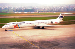 Scandinavian Airlines MD-81; SE-DIR@ZRH;09.03.1997 (Aero Icarus) Tags: zrh zürichkloten zürichflughafen zurichairport lszh plane avion aircraft flugzeug negativescan scandinavianairlines md81 sedir sas md80