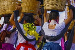 las chicas (Mau Silerio) Tags: guelaguetza dance dancer dancing tradition traditional culture oaxaca messico mexic mexique sony alpha