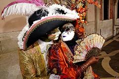 QUINTESSENZA VENEZIANA 2019 776 (aittouarsalain) Tags: venise venezai venezia carnevale carnaval costume masque mask chapeau hat éventail baiser kiss