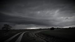 cloudscape (yakkay43) Tags: cloudscapecloudwolke schwarm haufen schwaden cloudburstwolkenbruch platzregen gussdelugesintflut flut überschwemmung wolkenbruch starker blackschwarz dunkel finster düster böseillicitunerlaubt illegal verboten schwarz schwarzhergestellt schwarzgebranntwithoutpayingschwarz black white photograph