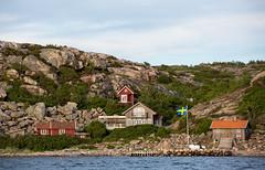 Bohuslän, June 18, 2014 (Ulf Bodin) Tags: hav flag västkusten bohuslän sweden outdoor sea canoneos5dmarkiii summer canonef70200mmf28lisiiusm klippor landscape flagga brygga hjärterön seascape jetty fjällbacka cliff sverige västragötalandslän